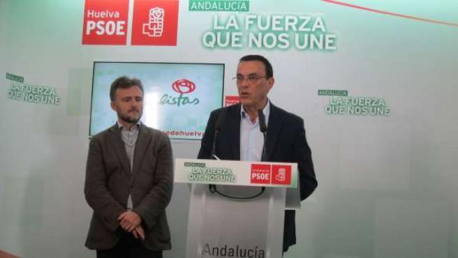 El secretario general del PSOE de Huelva, Ignacio Caraballo, y José Fiscal.