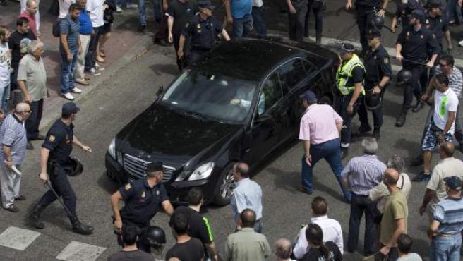 Taxistas protestan contra la compañía Uber.