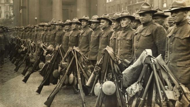 Primer contingente de soldados estadounidenses llegados a Inglaterra para pelear en la I Guerra Mundial, retratados por Christina Broom