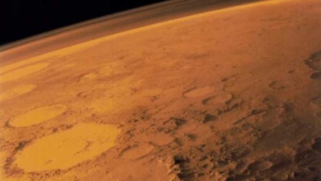 Superficie del planeta Marte, en una imagen enviada por la misión MAVEN.