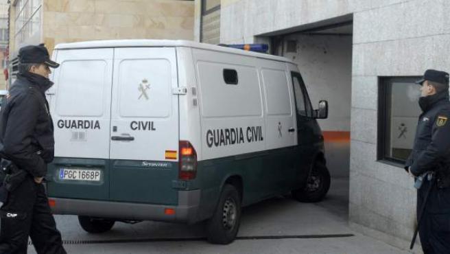 Las tres imputadas por la muerte de Isabel Carrasco llegan en un furgón a los juzgados de León.