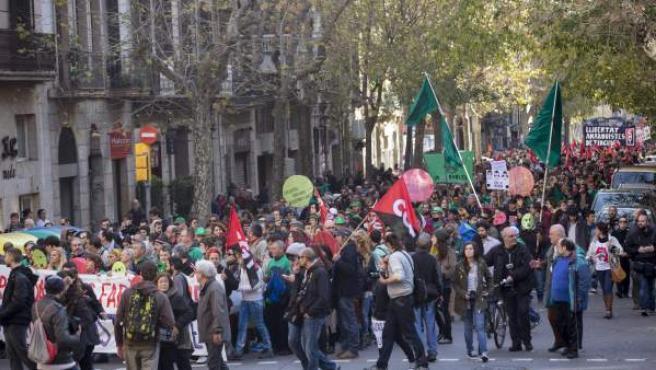 Cabecera de la manifestación contra la Ley de protección de la seguridad ciudadana, conocida como 'ley mordaza', convocada el mismo día en varias ciudades españolas, y cuyo recorrido finaliza ante la Subdelegación del Gobierno, en Barcelona.
