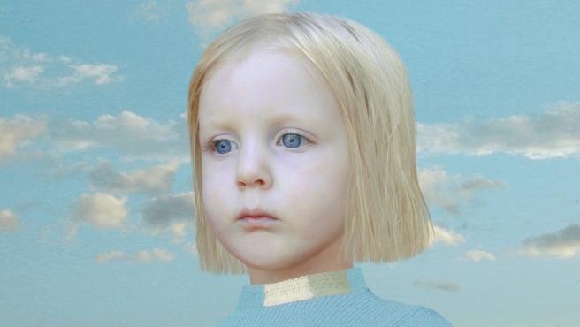 Foto de Loretta Lux. La niña es real, pero podría ser una muñeca.