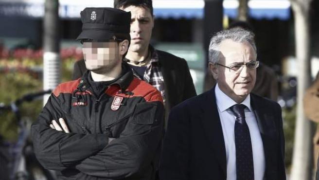El expresidente del Gobierno de Navarra Miguel Sanz a su llegada al Palacio de Justicia de Navarra.