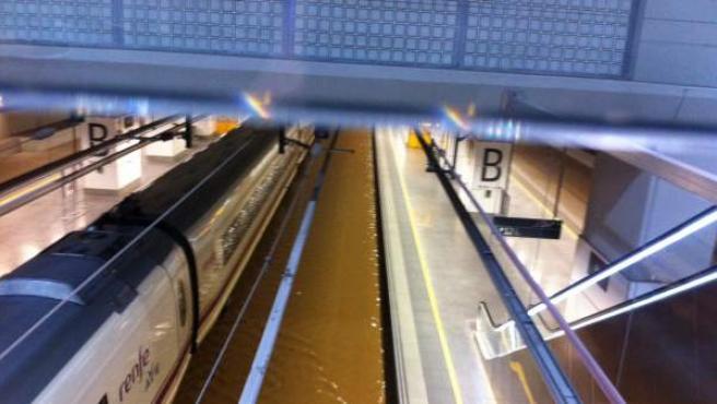 Agua en la estación del AVE de Girona, inundada por segunda vez en dos meses.