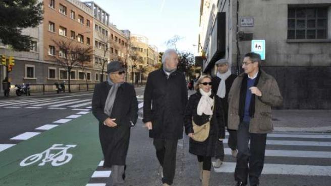 El portavoz del PP-Zaragoza, Eloy Suárez, recorre la Avenida de Valencia.
