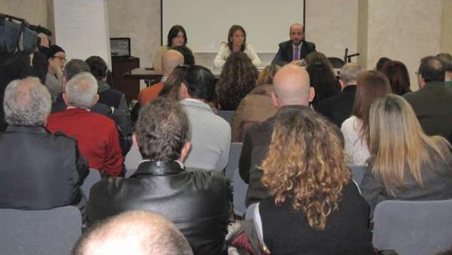 Cobo (centro), en la reunión con entidades beneficiarias de Andalucía Orienta.