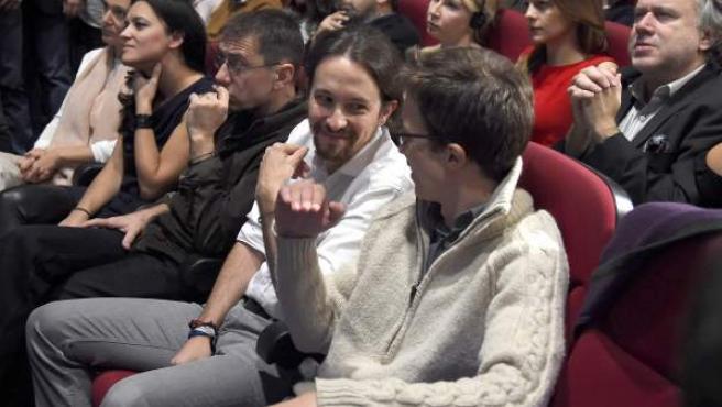 Pablo Iglesias conversa con Íñigo Errejón durante la Asamblea Ciudadana de Podemos.