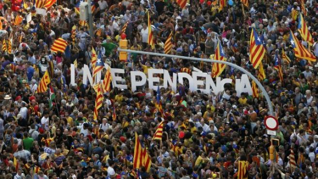 La palabra 'independencia', en la marcha 'Cataluña, nuevo Estado de Europa'.
