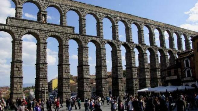 El monumental acueducto romano, símbolo de la ciudad.