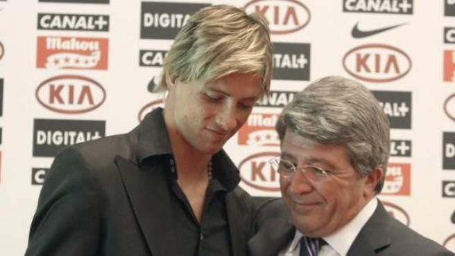 Imagen de 2007 correspondiente a la despedida de Fernando Torres como jugador del Atlético de Madrid. Siete años después, el ídolo de la afición rojiblanca regresa a la que fue su casa.