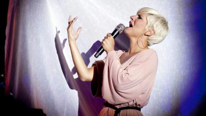 Pasión Vega, durante su actuación Festival Internacional del Cante de las Minas 2012.