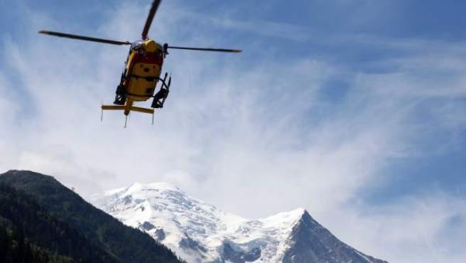 Una imagen de archivo de un helicóptero de rescate de alta montaña.