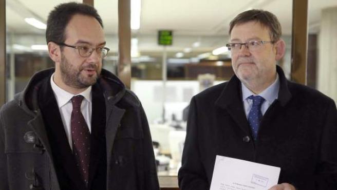 El secretario general del PSPV-PSOE, Ximo Puig (d) y el portavoz socialista en el Congreso, Antonio Hernando (i).