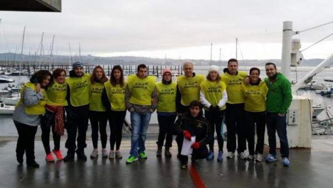 Organizacores de la IV Travesía Solidaria a favor de la lucha contra la ELA (Esclerosis Lateral Amiotrófica) en A Coruña.