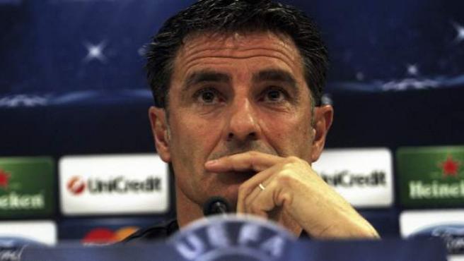 El ya exentrenador del Olympiacos, el español Míchel, en la rueda de prensa previa a la ida de los octavos de final de la Champions.