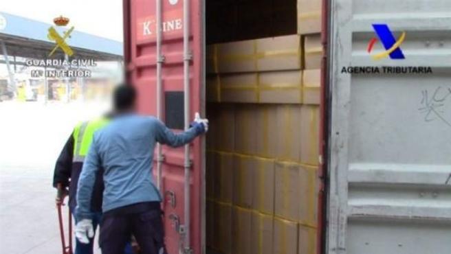 El contenedor lleno de cajas sin logotipo en las que había medio millón de cajetillas de tabaco de contrabando.