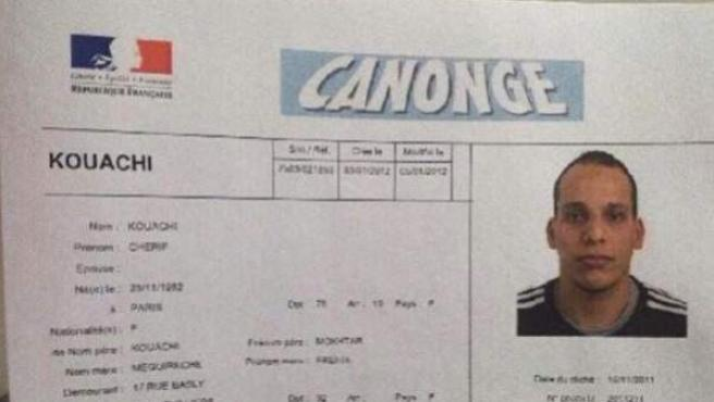 Carné de identidad de uno de los presuntos autores del ataque en Francia, Chérif Kouachi.