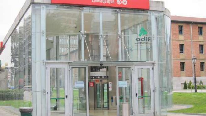 Estación de tren de Llamaquique en Oviedo