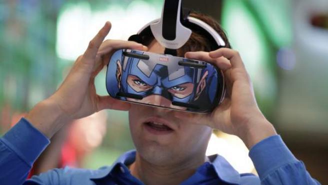 En el CES de Las Vegas hay lugar para todo tipo de gadgets y novedades, como este casco de Samsung que acerca el sueño de convertirse en un superhéroe.