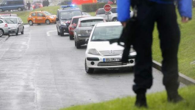 Control de la policía francesa tras los atentados yihadistas de París.