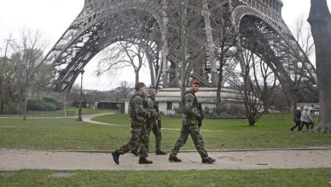 Las calles de París están fuertemente vigiladas por fuerzas de seguridad de cara a las manifestaciones que están teniendo lugar este fin de semana.
