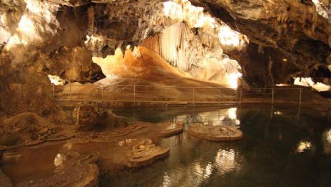 Una de las salas que se visitan actualmente en la Gruta de las Maravillas, en Aracena (Huelva).