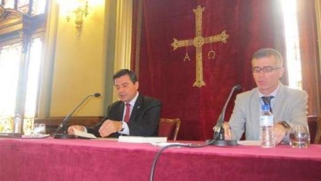Sanjurjo (izquierda) y Linares, durante la presentación del volumen.