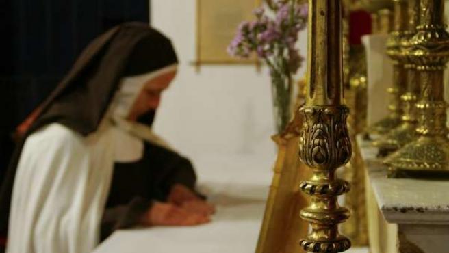 Religiosa en la Casa de Santa Teresa de Salamanca