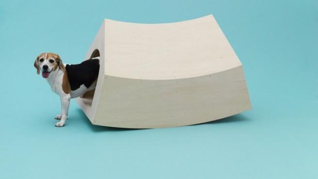 Casera-balancín creada por el estudio holandés MVRDV para un beagle