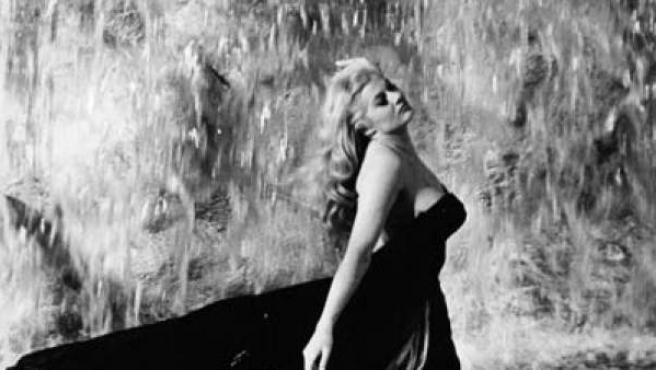 La actriz Anita Ekberg en 'La Dolce Vita'.