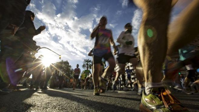 Corredores fotografiados durante su participación en los 10K Valencia, primera gran carrera popular del año que en 2015 reunió a más de 11.000 c0rredores por las calles de Valencia.