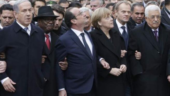 Hollande y Netanyahu estuvieron en la sinagoga tras participar en la manifestación por París.