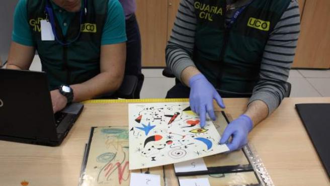 Algunas de las obras de arte falsificadas requisadas por la Guardia Civil.