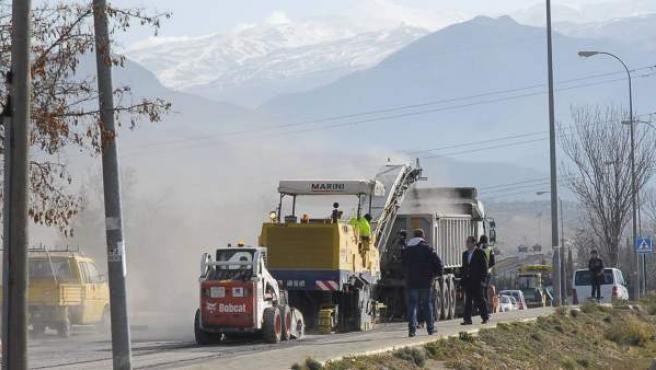 Los trabajos de asfaltado han comenzado en el Camino de los Neveros.