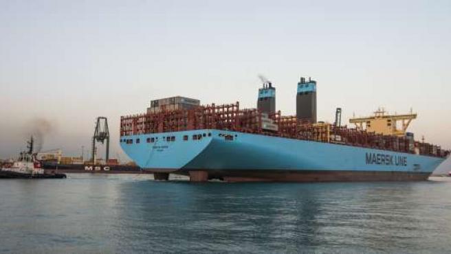 Hace escala en Valencia el buque más grande de su historia