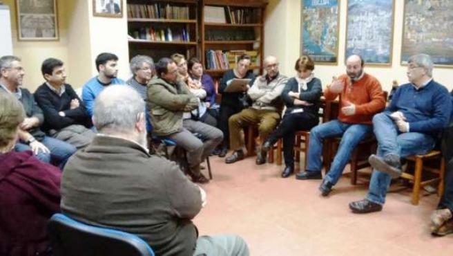 Asamblea abierta de IU en el barrio de El Molino.