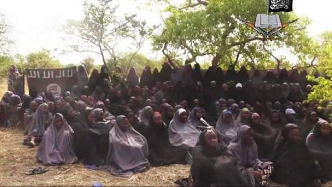 En abril de 2014, el grupo radical islámico Boko Haram secuestró a 219 niñas (en la imagen) de una escuela secundaria, en la localidad nigeriana de Borno. Su secuestro motivó una campaña internacional pidiendo su liberación. Las chicas siguen secuestradas.