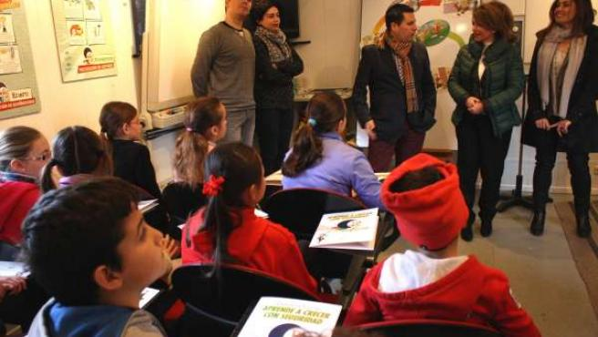 Expósito y Gómez en el autobús de la campaña con alumnos
