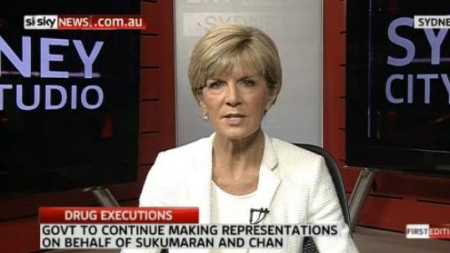 Un momento de la entrevista en Sky News a la ministra australiana Julie Bishop, en la que se aprecia que le falta un pendiente de su oreja izquierda.