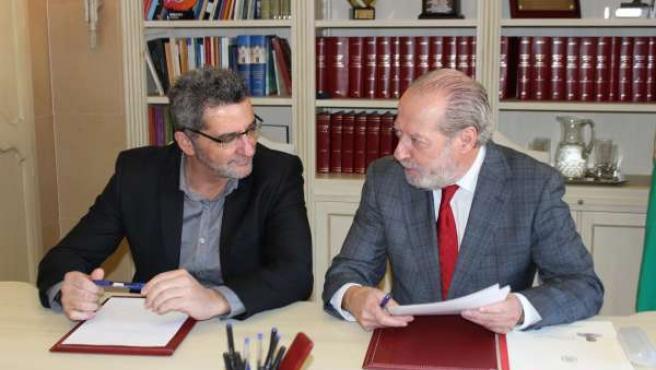 Rodríguez Villalobos junto a Gutiérrez Limones durante su visita a Alcalá.