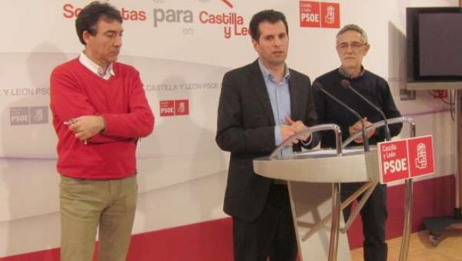Hernández (i), Tudanca (c) y Prieto (d)