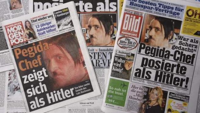 Fotografía de las portadas de los periódicos alemanes 'Hamburger Morgenpost' y 'Bild', que muestran al jefe del movimiento islamófobo Patriotas Europeos contra la Islamización de Occidente (Pegida), Lutz Bachmann, en una foto suya caracterizado como Hitler.