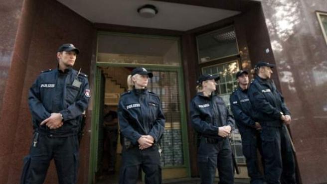 Fotografía de archivo que muestra a la policía federal alemana durante una operación antiterrorista en Hamburgo.