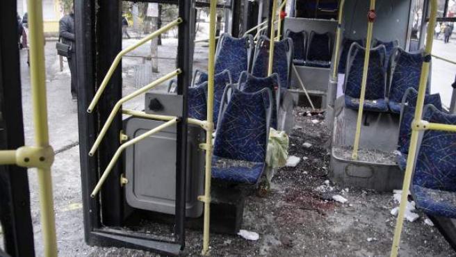 Detalle del interior de un tranvía donde se ha producido una explosión en Donetsk (Ucrania)