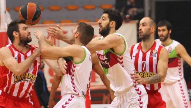 UN momento del partido entre Olympiacos y Laboral que han ganado los griegos.