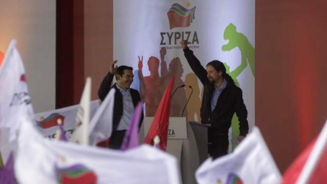 El líder de Syriza, Alexis Tsipras, acompañado del líder del partido político español Podemos, Pablo Iglesias.
