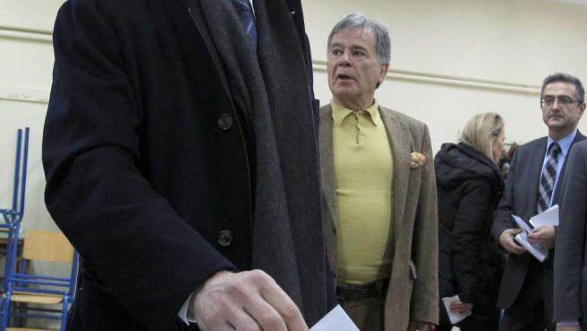 """""""Los griegos tenemos que elaborar nuestro propio plan para cambiar"""", dijo el líder del PASOK, Yorgos Papandreu, tras votar en Grecia."""