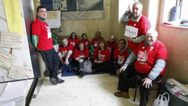 Miembros de la Plataforma de Afectados por la Hepatitis C llevan desde el pasado 18 de diciembre encerrados en el Hospital 12 de Octubre de Madrid.