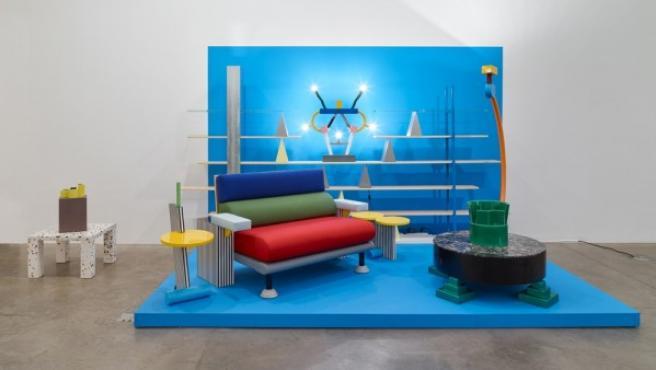 Muebles del Grupo Memphis en la exposición dedicada al colectivo en Nueva York